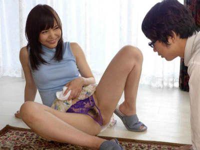 「ほんとに変態」ひもビキニでM男を責めるデカ尻美女 友田彩也香