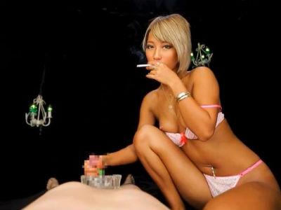 「逝け!変態!」タバコを吸いながらM男を罵倒しつつ手コキするエロギャル AIKA