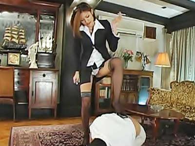 178cm 長身ドS女王様がハイヒールでM男を虐め ペニバンで嫌がるM男を逆レイプ