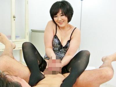 M男たちがこぞって訪れる、行列のできる高級痴女サロンの絶品テクニック! 円城ひとみ