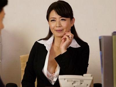 性欲旺盛な女上司の谷間ボイン誘惑に我慢できずオフィスでヤリまくり!