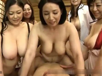豊乳マダム達の性欲暴走が止まらない!!! 若いチンポで性交しまくり!