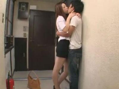 となりに住んでるお姉さんはキスが大好きでとってもエロい かすみりさ