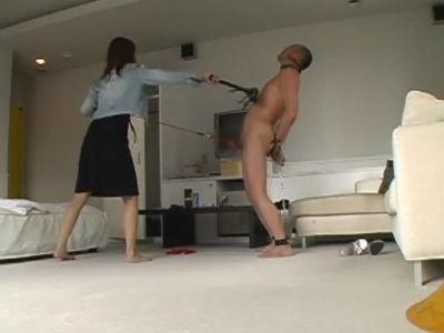 普通の現役女子大生がM男のおじさんを徹底的に家畜扱い