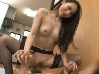 童貞さんの自宅で優しく筆おろしして暴発させるドスケベ痴女お姉さん 吉川蓮