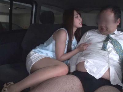 人気AV女優が素人男性を逆ナンパ!ししてエロテクを見せつけ射精させちゃいます 友田彩也香
