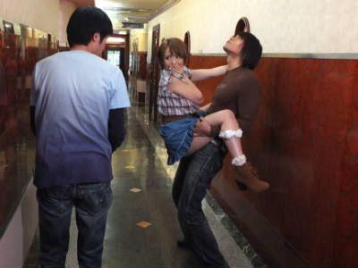 カラオケ屋の廊下でセックス!男子トイレでフェラ! 星美りか
