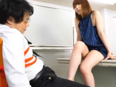 「チンポこんなに勃起させて。社員逃げてっちゃいますよ」美人秘書が社長を拘束して逆セクハラ 波多野結衣