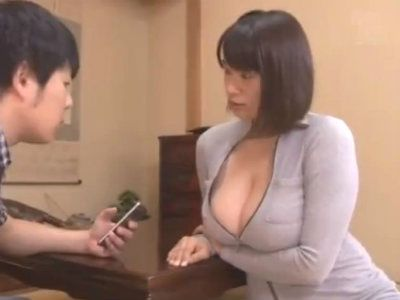 爆乳お姉さんが逆レイプしてM男の乳首を執拗に責める 春菜はな
