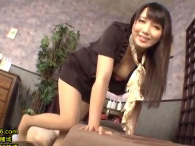 M男を責めるのが好きな美女がパンストのまま足コキ 友田彩也香