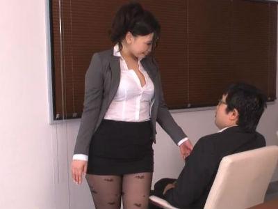 Hカップムチムチ上司から責められるM男性社員 佐山愛