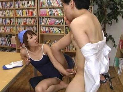 変態と言われながらスク水の美少女jkに手コキされるM男 乙葉ななせ