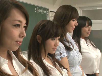 教室で生徒たちと中出し乱交する熟女教師 風間ゆみ 川上ゆう 村上涼子 澤村レイコ
