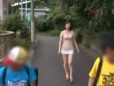 「ねぇ~ぼくぅ~」ショタ大好き巨乳痴女お姉さんが下校途中の少年をトイレに連れ込む事案