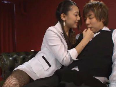 セクシーキャバ嬢がM男のボーイを誘惑して着衣のまま痴女行為 香椎りあ