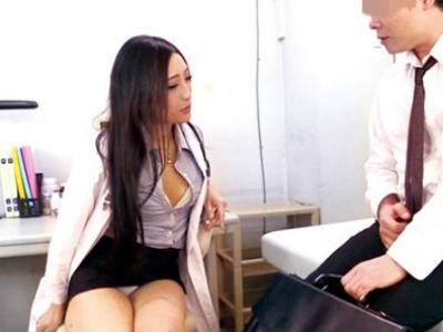 変態パンチラ痴女医が患者の余り皮をズルっと剥いて敏感亀頭を地獄責め!さすがのM男も潮吹き止む無し