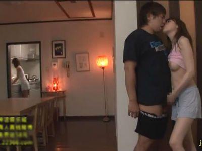 彼女のセクシーで大人っぽいお姉さんがボクを誘惑して寝取ろうとする 本田岬