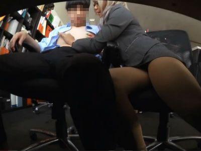 2人きりのオフィスで先輩のM男性社員を痴女のギャル新入社員OL 丸山れおな