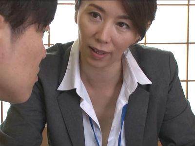 「さっきからどこ見てるんですか?」熟女の保険屋さんの枕営業がエグい 翔田千里