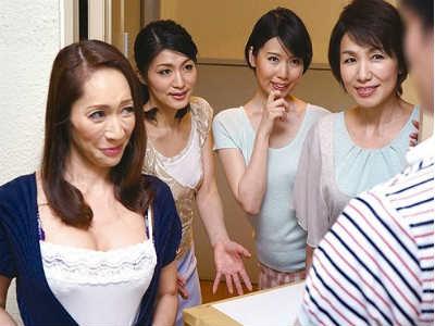 近所でうわさの肉食美人四姉妹が住む美魔女の家