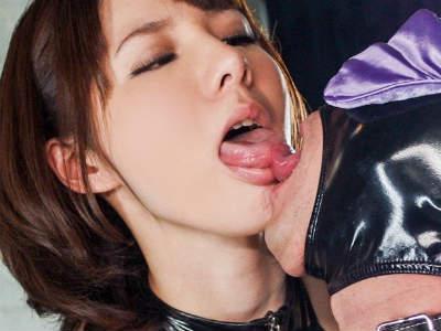 ドM男が女王様と接吻を交わし「手コキ抜き」され濃厚なお掃除フェラ