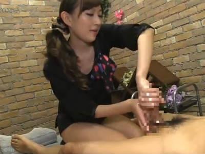 優しいタッチと卓越した指技でスゴテクな手コキでチンポを癒やす痴女エステ嬢