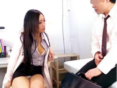 変態痴女医が身体を使って男たち悩みを解決!独自のオマンコカウンセリングで問題を抱えたチンポも元気に!