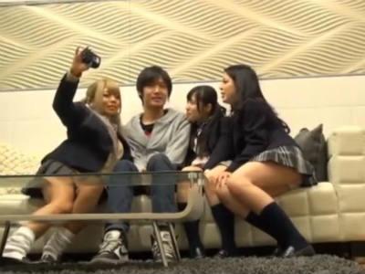 ヤリマンjk3人娘がガチ童貞クンとハーレム筆おろしを撮影! 栄川乃亜 丸山れおな 桜咲姫莉