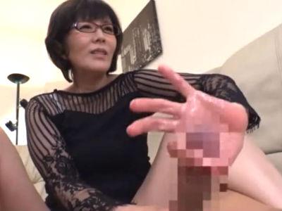「ここ…感じちゃうんでしょ?」若い男を熟女のテクニックで寸止め手コキして大量ザーメン抜き 円城ひとみ