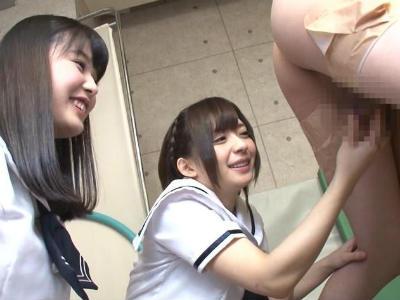 お嬢様学園でjkたちに用務員が逆レイプされザーメンを搾り取られる