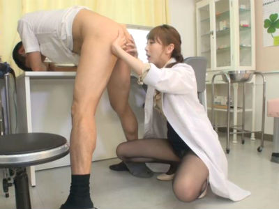 「診察してるんでじっとしててください」そう言いながらM男のアナルを舐めまくる変態女医 希咲あや