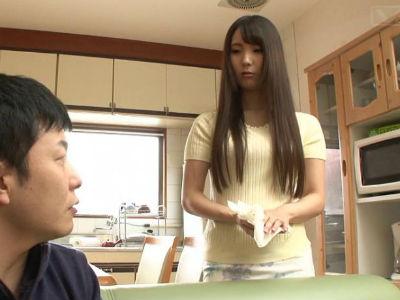リビングや押入れ、キッチンで引きこもりの童貞息子とヤリまくる母親 日向あいり
