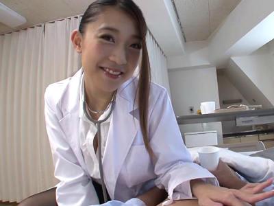 「じゃぁ見ててあげるから自分でやって」採尿しに来たのにザーメンを搾り取る女医 香椎りあ