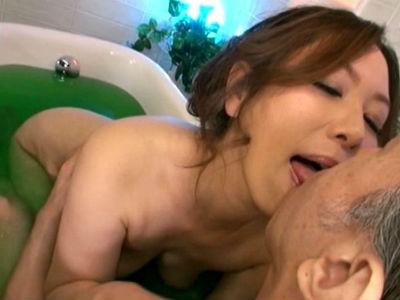 極上のおもてなしと洗練されたサービスの熟女ソープ嬢 翔田千里