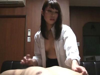 jkを部屋に連れ込んでに乳首を舐めてもらいながら手コキしてもらうのを撮影した個人撮影動画