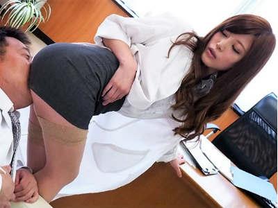 「興奮してんの?変態さん♡」スレンダー美脚のギャルお姉さんがパンチラ寸前のミニスカ着衣で尻コキ&騎乗位の変態セックス