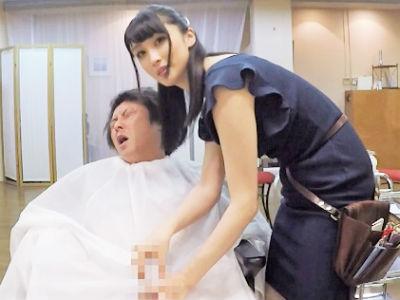 巨乳おっぱいの美容師のお姉さんがエロ過ぎる谷間を客に近づけて勃起誘発する痴女な件について