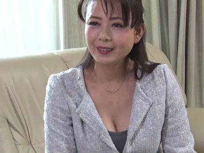 熟女の色香で若い男を誘惑して契約させる中出し枕営業 三浦恵理子