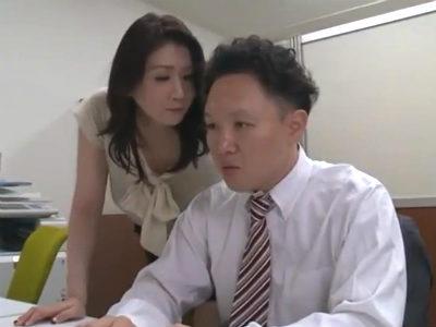 淫乱なのに欲求不満で自ら男を誘いヤリまくる痴女人妻動画 吉岡奈々子