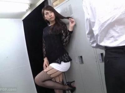 「ねぇ…部長…今晩空いてますか?」上司を誘惑するノーパン痴女OL 大場ゆい