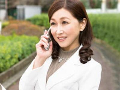 五十路手前の熟女生保レディが契約をもぎ取るために肉体接待で顧客とSEX! 西浦紀香