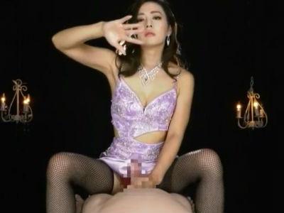 セクシーな大人の女性に見下されてエッチな言葉でイジメられる手コキ動画 たかせ由奈