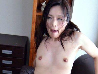 セックス大好きでチンポも大好きなドエロ変態熟女 寺崎泉