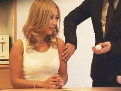 夫が仕掛けたカメラとらえた衝撃映像‼自分の妻がセールスマンを誘惑