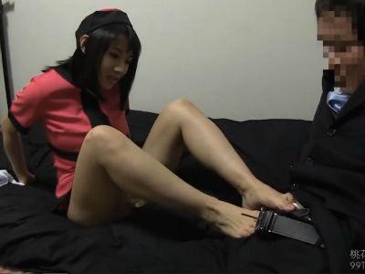 「脚が好きなの?」素人M男のリクエストに答えて勃起チンポを踏んだりする足コキ動画 澁谷果歩