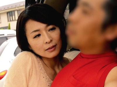 媚薬を飲ませられさらに催眠術を掛けられて痴女化した熟女が逆ナンパして男漁り 矢部寿恵