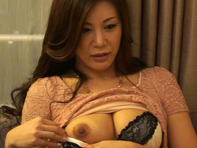 「私のおっぱい見たいの?」セックスレスで豊満爆乳持て余す人妻おばさんが初対面のM男の手コキオナニーを鑑賞