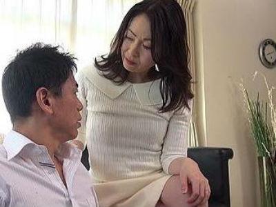 「おばさんの体で勃起しちゃったの?」エレガントな女上司に誘惑逆レイプされる部下