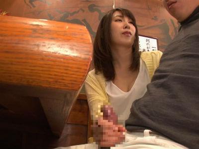 相席居酒屋で相席したお姉さんが隣に座って手コキ!さらにトイレでフェラからの生ハメ!