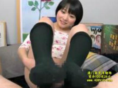「足コキ」こきこき・・・戸惑いながら足で挟み足コキしてくれる美少女達
